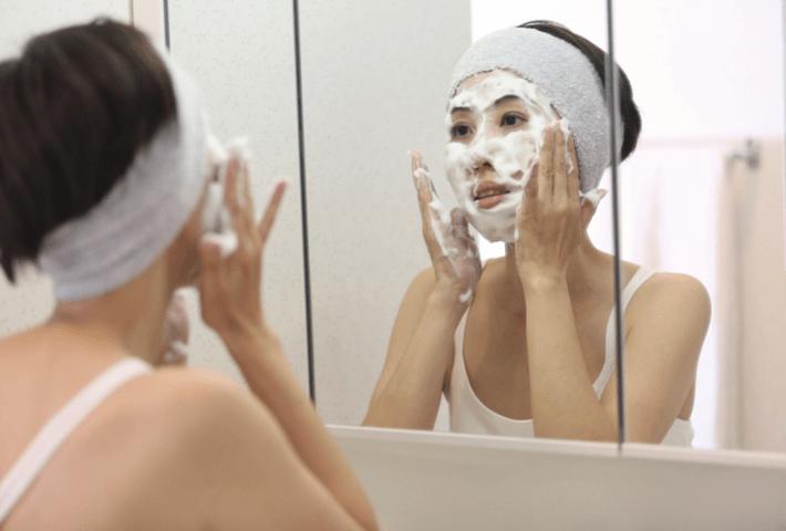 年齢に合った洗顔方法!朝と夜でやり方を変える