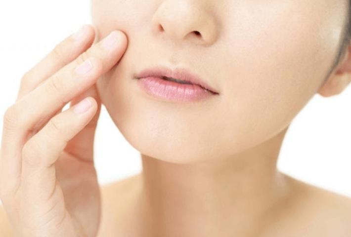 40代の肌にエイジング化粧水は必要?