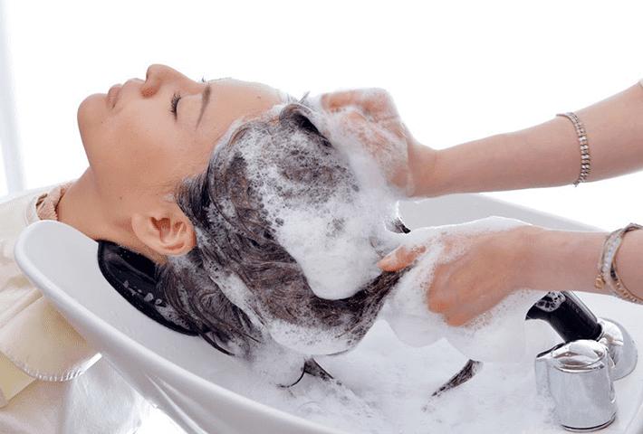 髪を傷めにくい洗い方
