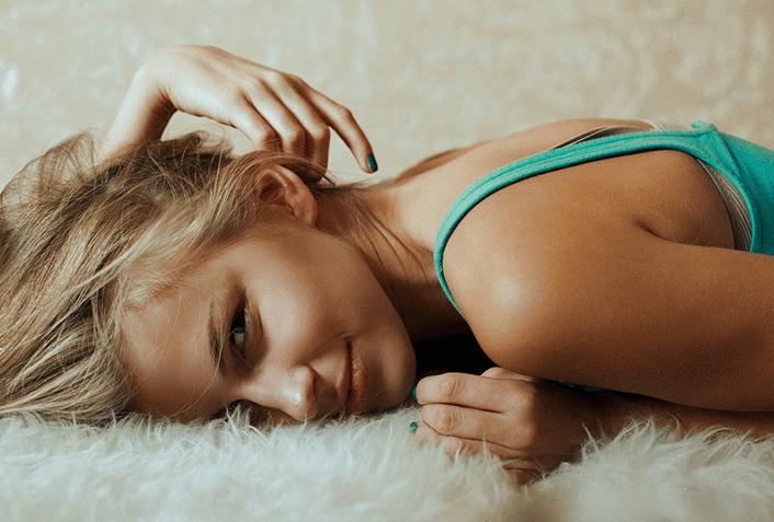 髪の広がりを抑える方法